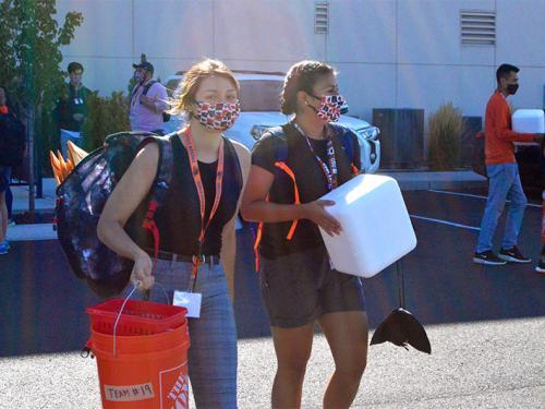 Two volunteers in Hermiston move supplies